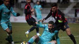 Οι παίκτες των δύο ομάδων διεκδικούν την μπάλα κατά τη διάρκεια του αγώνα Τρίκαλα - ΠΑΟΚ για τη φάση των «16» του Κυπέλλου Ελλάδος, την Τρίτη 19 Δεκεμβρίου 2017, στο Δημοτικό Στάδιο Τρικάλων. Ο ΠΑΟΚ νίκησε με σκορ 5 - 1. ΑΠΕ-ΜΠΕ/ΑΠΕ-ΜΠΕ/ΒΑΪΟΣ ΧΑΣΙΑΛΗΣ