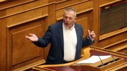 Ο κοινοβουλευτικός εκπρόσωπος του ΚΚΕ Θάνος Παφίλης μιλάει στη σημερινή συζήτηση του πολυνομοσχεδίου. ΑΠΕ-ΜΠΕ/Αλέξανδρος Μπελτές