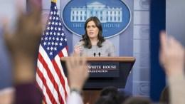 H Σάρα Σάντερς επισήμανε ότι: «Ο πρόεδρος δεν θα διαπραγματευτεί τη μεταναστευτική μεταρρύθμιση έως οι Δημοκρατικοί σταματήσουν να παίζουν παιχνίδια και η κυβέρνηση» ξεκινήσει να επαναλειτουργεί ομαλά.  EPA/MICHAEL REYNOLDS