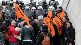 Κόσμος συμμετέχει σε συγκέντρωση και πορεία από την Πλατεία Κλαυθμώνος προς την Βουλή που διοργάνωσε η ΑΔΕΔΥ διαμαρτυρόμενοι για το πολυνομοσχέδιο που συζητείται στο κοινοβούλιο , Δευτέρα 15 Ιανουαρίου 2018. ΑΠΕ-ΜΠΕ/Παντελής Σαίτας