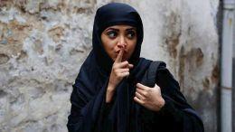 Αφέθηκε ελεύθερη έπειτα από κράτηση περίπου ενός μήνα, μια Ιρανή  που δεν φορούσε μαντήλα σε δημόσιο χώρο.  Φωτογραφία ΑΠΕ-ΜΠΕ