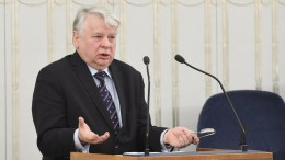 Senator Bogdan Borusewicz speaks during the night debate in the Polish Senate in Warsaw, Poland, early 01 February 2018. The Polish Senate backed, without any changes, a bill amending the law on the Institute of National Remembrance - Commission for the Prosecution of Crimes against the Polish Nation, passed by the Sejm (lower house) on 26 January. EPA, Radek Pietruszka POLAND OUT