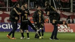 Οι παίκτες της ΑΕΚ πανηγυρίζουν, κατά τη διάρκεια του αγώνα Ολυμπιακός - ΑΕΚ για την αγωνιστική 20η της Superleague στο γήπεδο Καραϊσκάκη, την Κυριακή 04 Φεβρουαρίου 2018. Τελικό αποτέλεσμα Ολυμπιακός-ΑΕΚ 1-2. ΑΠΕ-ΜΠΕ, ΠΑΝΑΓΙΩΤΗΣ ΜΟΣΧΑΝΔΡΕΟΥ