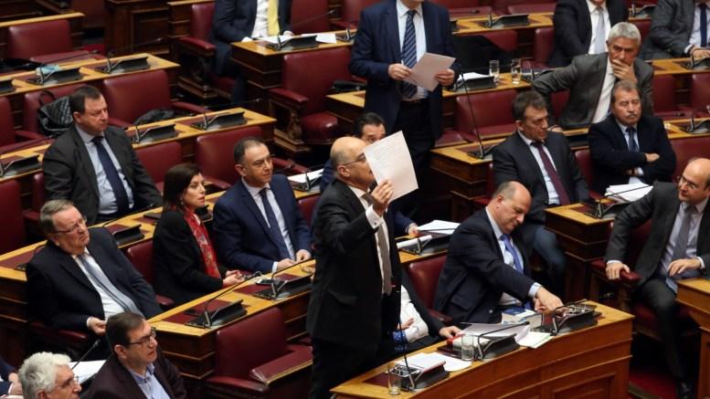 Ο κοινοβουλευτικός εκπρόσωπος της ΝΔ Νίκος Δένδιας (Κ) μιλά απευθυνόμενος στο προεδρείο της Βουλής επί της προτάσεως της κυβερνητικής πλειοψηφίας για τη συγκρότηση επιτροπής προκαταρκτικής εξέτασης για την υπόθεση NOVARTIS. FILE PHOTO, ΑΠΕ-ΜΠΕ, Αλέξανδρος Μπελτές