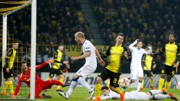 Bergamo's Andrea Masiello (C) in action during UEFA Europa League round of 32, first leg soccer match between Borussia Dortmund and Atalanta Bergamo, in Dortmund, Germany, 15 February 2018. EPA,FRIEDEMANN VOGEL