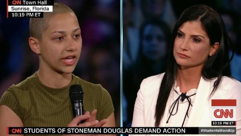 Η Έμα Γκονζάλες δίνει συνέντευξη στο CNN... Photo via Cable News Network