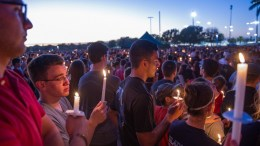 Hundreds of community members take part in a candlelight vigil at the Amphitheater at Pine Trails Park, Parkland, Florida, USA, 15 February 2018. EPA, GIORGIO VIERA