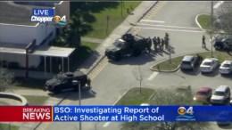 Σύμφωνα με τον τοπικό τηλεοπτικό σταθμό FOX-10 πέντε άνθρωποι δέχονται τις πρώτες βοήθειες, από τα πυρά αγνώστου στο σχολείο.