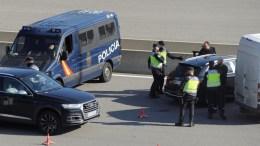 File Photo: Ισπανοί αστυνομικοί πραγματοποιούν ελέγχους EFE,  Robin Townsend