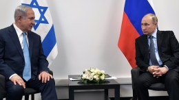 Russian President Vladimir Putin (R) and Israeli Prime Minister Benjamin Netanyahu (L) at the Jewish Museum and Tolerance Center in Moscow, Russia. EPA, ALEXEY NIKOLSKY, SPUTNIK , KREMLIN POOL MANDATORY CREDIT