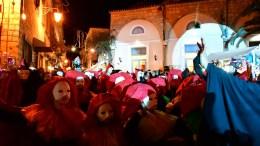 Με θεατρικές ομάδες, καρναβαλιστές του δρόμου, ξυλοπόδαρους και υπό τους ήχους της ταραντέλας ξεκίνησε το μαγικό ταξίδι της Commediadell' Arte στο Βενετσιάνικο καρναβάλι του Δήμου Ναυπλιέων, το Σάββατο 15 Φεβρουαρίου 2018. Με επίκεντρο την πλατεία Συντάγματος μετατράπηκε η πόλη του Ναυπλίου σε μια τεράστια σάλα χορού και χιλιάδες ντόπιοι και ξένοι χόρεψαν σε βενετσιάνικους ρυθμούς. Το Βενετσιάνικο καρναβάλι, διοργανώνει κάθε χρόνο ο Δήμος Ναυπλιέων, ο Δημοτικός Οργανισμός Πολιτισμού και Τουρισμού κι οι Φίλοι του Πελοποννησιακού Λαογραφικού Ιδρύματος. ΑΠΕ-ΜΠΕ, ΜΠΟΥΓΙΩΤΗΣ ΕΥΑΓΓΕΛΟΣ