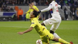 Villarreal's Bacca (L) and Olympique Lyonnais Ferland Mendy (R) in action during the UEFA Europa League round of 32, first leg soccer match between Olympique Lyonnais and Villarreal CF, in Lyon, France, 15 February 2018. EPA, ETIENNE LAURENT