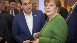 Ο πρωθυπουργός Αλέξης Τσίπρας (Α) συνομιλεί με την καγκελάριο της Γερμανίας, Άνγκελα Μέρκελ (Δ), στην Άτυπη Σύνοδο Κορυφής της Ε.Ε., στις Βρυξέλλες. Παρασκευή 23 Φεβρουαρίου 2018. ΑΠΕ-ΜΠΕ, EU COUNCIL, Mario Salerno