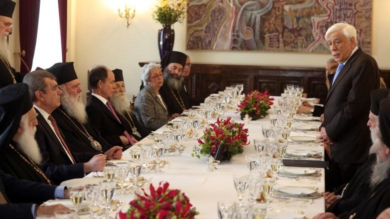 O Πρόεδρος της Δημοκρατίας Προκόπης Παυλόπουλος (Δ) προσφωνεί τον Αρχιεπίσκοπο Ιερώνυμο (3-Α) στο γεύμα προς τιμήν του Προέδρου και των Μελών της Διαρκούς Ιεράς Συνόδου της Εκκλησίας της Ελλάδος. ΑΠΕ-ΜΠΕ, Αλέξανδρος Μπελτές