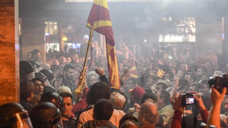 Phile Photo: Υπερ της λύσης στο ονοματολογικό τάσσεται η πλειοψηφία των Σκοπιανών  που επιθυμει ένταξη σε Ε.Ε. και ΝΑΤΟ. EPA, GEORGI LICOVSKI