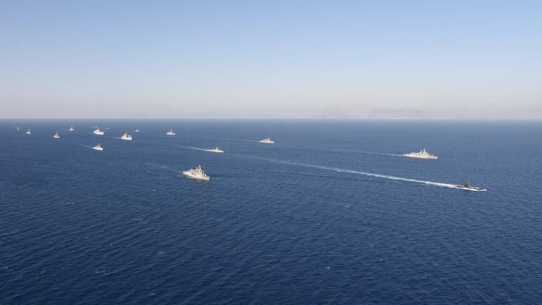 To τουρκικό ναυτικό, δεν επιτρέπει εδώ και 13 μέρες στο γεωτρύπανο «Saipem 12000» να κινηθεί από το τεμάχιο 6 στο τεμάχιο 3 της κυπριακής ΑΟΖ για ερευνητική γεώτρηση. Φωτογραφία Τουρκικό Ναυτικό  (http// www.dzkk.tsk.tr)