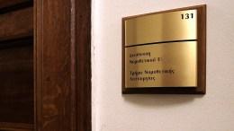 Σε ειδικά διαμορφωμένο χώρο, στο γραφείο 131 του πρώτου ορόφου της Βουλής, προσέρχονται οι εκπρόσωποι των κομμάτων και κάθε ενδιαφερόμενος που επιθυμεί να λάβει γνώση του περιεχομένου της δικογραφίας για την υπόθεση της φαρμακοβιομηχανίας Novartis Hellas, που διαβιβάσθηκε στη Βουλή, την Τετάρτη 07 Φεβρουαρίου 2018. ΑΠΕ-ΜΠΕ ΣΥΜΕΛΑ ΠΑΝΤΖΑΡΤΖΗ