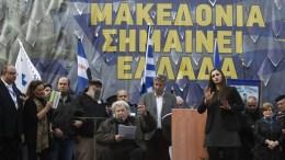 """Ο συνθέτης, Μίκης Θεοδωράκης, μιλάει στο συλλαλητήριο για την ονομασία των Σκοπίων, προκειμένου να μην υπάρχει ο όρος """"Μακεδονία"""" στην ονομασία της γειτονικής χώρας, στην πλατεία Συντάγματος, Αθήνα, Κυριακή 4 Φεβρουαρίου 2018. ΑΠΕ-ΜΠΕ/ ΑΛΕΞΑΝΔΡΟΣ ΒΛΑΧΟΣ"""