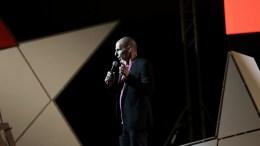 Ο πρώην υπουργός Οικονομικών και συνιδρυτής του Diem25, Γιάνης Βαρουφάκης μιλάει σε εκδήλωση για την παρουσίαση της πανευρωπαϊκής πολιτικής κίνησης Diem25 στο γήπεδο Σπόρτιγκ, Αθήνα, την Παρασκευή 19 Μαΐου 2017. ΑΠΕ-ΜΠΕ, ΣΥΜΕΛΑ ΠΑΝΤΖΑΡΤΖΗ