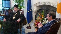 Ο αρχιεπίσκοπος Χρυσόστομος και ο Νίκος Αναστασιάδης στο προεδρικό. Φωτογραφία ΓΤΠ, ΣΤ. ΙΩΑΝΝΙΔΗΣ
