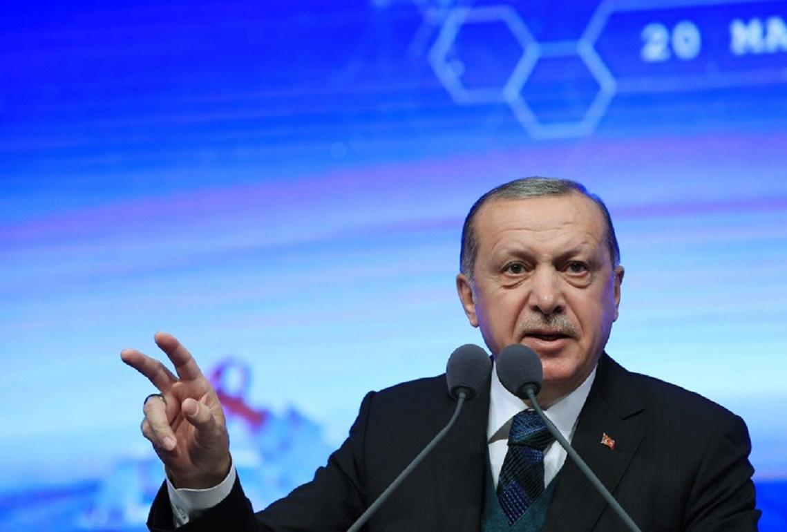 Ο πρόεδρος της Τουρκίας Ταγίπ Ερντογάν μιλά στα μέλη του κόμματος του. Photo via Turkish presidency