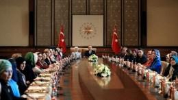 Ο πρόεδρος Ταγίπ Ερντογάν και η σύζυγός του. Φωτογραφία via Turkish Presidency