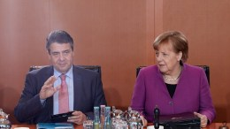 German Minister of Foreign Affairs Sigmar Gabriel of the Social Democratic Party (SPD) and German Chancellor Angela Merkel of the Christian Democratic Union (CDU) during the beginning of a meeting of the German Federal cabinet at the Chancellery in Berlin, Germany, 07 March 2018. EPA, HAYOUNG JEON