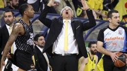 Ο προπονητής του Άρη Παναγιώτης Γιαννάκης αντιδρά κατά τη διάρκεια του αγώνα 'Αρης - ΠΑΟΚ για το εξ αναβολής παιχνίδι της 18ης αγωνιστικής της Basket League στο Αλεξάνδρειο Μέλαθρον. Θεσσαλονίκη, Τετάρτη 21 Μαρτίου 2018. ΑΠΕ ΜΠΕ.PIXEL.ΜΠΑΡΜΠΑΡΟΥΣΗΣ ΣΩΤΗΡΗΣ