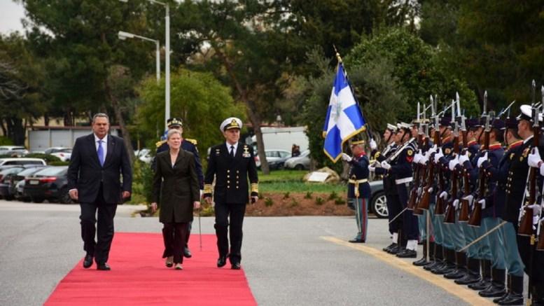 Ο Υπουργός Εθνικής Άμυνας Πάνος Καμμένος και ο αρχηγός ΓΕΕΘΑ Αποστολάκης με την Αναπληρώτρια Γενική Γραμματέα του ΝΑΤΟ Rose Gottemoeller. Φωτογραφία ΥΠΟΥΡΓΕΙΟ ΑΜΥΝΑΣ