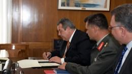 File Photo: Ο υπουργός Εθνικής Άμυνας Πάνος Καμμένος (3Δ) συναντήθηκε με τον Δήμαρχο Κυθήρων Ευστράτιο Χαρχαλάκη, με τον οποίο συνυπέγραψε προγραμματικές συμβάσεις μεταξύ Υπουργείου Εθνικής Άμυνας και Δήμου Κυθήρων. ΑΠΕ-ΜΠΕ, ΓΡΑΦΕΙΟ ΤΥΠΟΥ ΥΠΕΘΑ/STR