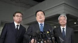 FILE PHOTO.  South Korean National Security Director Chung Eui-yong (C) finishes making a statement regarding his 07 March meeting with North Korean leader Kim Jong Un. EPA, MICHAEL REYNOLDS