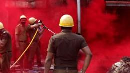 File Photo: Πυροσβέστες κατά τη διάρκεια κατάσβεσης EPA, PIYAL ADHIKARY