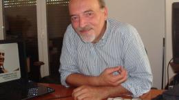 Ο δημοσιογράφος Λάζαρος Χατζηνάκος. Φωτογραφία αρχείου