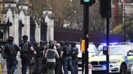 File Photo: Armed police react following a suspected terror attack outside parliament in London, Britain. EPA, ANDY RAIN *** Local Caption *** 53403977