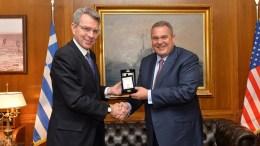 File Photo: Ο υπουργός Εθνικής Άμυνας Πάνος Καμμένος (Δ) συναντήθηκε με το νέο πρέσβη των ΗΠΑ στην Ελλάδα Geoffrey Pyatt (Α), στο ΥΠΕΘΑ. ΑΠΕ-ΜΠΕ, ΓΡΑΦΕΙΟ ΤΥΠΟΥ ΥΠΕΘΑ, STR