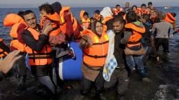 File Photo: Πρόσφυγες μεταξύ αυτών και μικρά παιδιά φτάνουν σε ακτή της Λέσβου ΑΠΕ-ΜΠΕ, Ορέστης Παναγιώτου
