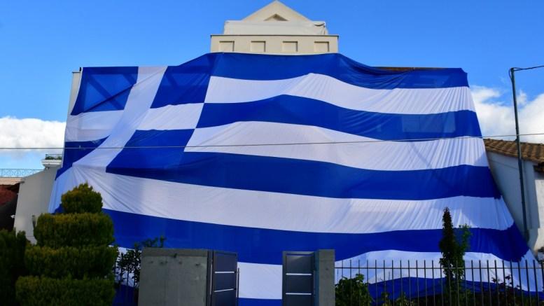 File Photo: Με μία τεράστια ελληνική σημαία κάλυψε το σπίτι του κάτοικος της Νέας Κίου. ΑΠΕ-ΜΠΕ,  ΜΠΟΥΓΙΩΤΗΣ ΕΥΑΓΓΕΛΟΣ