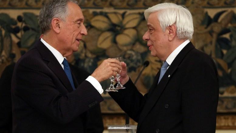 Ο Πρόεδρος της Πορτογαλίας, Marcelo Rebelo de Sousa (Α) και ο Πρόεδρος της Δημοκρατίας Προκόπης Παυλόπουλος κάνουν πρόποση, στο επίσημο δείπνο προς τιμή του Πορτογάλου Προέδρου, στο Προεδρικό Μέγαρο, Αθήνα Τρίτη 13 Μαρτίου 2018. Ο Πορτογάλος Πρόεδρος πραγματοποιεί επίσημη επίσκεψη στην Ελλάδα. ΑΠΕ-ΜΠΕ,ΟΡΕΣΤΗΣ ΠΑΝΑΓΙΩΤΟΥ