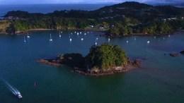 Στην πραγματικότητα, η Ροθ αποφάσισε να δημιουργήσει το νησί αποκλειστικά για γυναίκες, αφού ερωτεύτηκε έναν ντόπιο. Photo: @amna_news