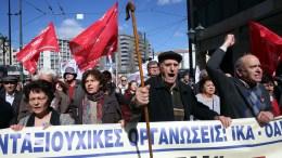 Συνταξιούχοι παίρνουν μέρος σε πορεία προς το υπουργείο Εργασίας, στην παναττική συγκέντρωση από τις Συνεργαζόμενες Συνταξιουχικές Οργανώσεις, Πέμπτη 8 Μαρτίου 2018. ΑΠΕ-ΜΠΕ, ΟΡΕΣΤΗΣ ΠΑΝΑΓΙΩΤΟΥ