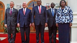 A handout photo made available by the US State Department shows US Secretary of State Rex Tillerson (2nd L) poses for a family photo with US Ambassador to Kenya Robert F. Godec (L), Kenyan President Uhuru Kenyatta (C), Kenya's Deputy President William Ruto (2nd R). EPA, US State Department, HANDOUT HANDOUT EDITORIAL USE ONLY