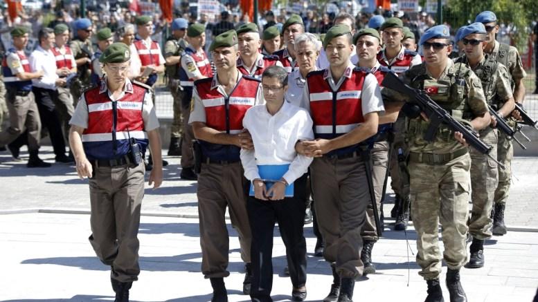 File Photo: Χιλιάδες Τούρκοι έχουν εγκαταλείψει τη χώρα για να γλυτώσουν από τις διώξεις Ερντογαν, μετά το  πραξικόπημα. EPA,TUMAY BERKIN