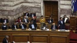 Ο πρωθυπουργός Αλέξης Τσίπρας μιλάει στη συζήτηση στην Ολομέλεια της Βουλής της πρότασης της Νέας Δημοκρατίας για προανακριτική σε βάρος των νυν και πρώην υπουργών Υγείας, Πέμπτη 8 Μαρτίου 2018. ΑΠΕ-ΜΠΕ/ΑΛΕΞΑΝΔΡΟΣ ΒΛΑΧΟΣ