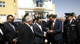 Ο πρωθυπουργός, Αλέξης Τσίπρας παραλαμβάνει τα κλειδιά από τα καινούργια οχήματα της αστυνομίας από τον δήμαρχο Φυλής Χρήστο Παππού κατά την διάρκεια των εγκαινίων του νέου κτιρίου της Υποδιεύθυνσης Ασφαλείας Δυτικής Αττικής, Τετάρτη 07 Μαρτίου 2018. ΑΠΕ-ΜΠΕ, ΑΛΕΞΑΝΔΡΟΣ ΒΛΑΧΟΣ