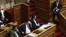File Photo: Ο πρόεδρος της Νέας Δημοκρατίας Κυριάκος Μητσοτάκης κατεβαίνει από το βήμα μετά την ομιλία του στη συζήτηση στην Ολομέλεια της Βουλής της πρότασης της Νέας Δημοκρατίας για προανακριτική κατά νυν και πρώην υπουργών Υγείας. Αριστερά ο πρωθυπουργός Αλέξης Τσίπρας. ΑΠΕ-ΜΠΕ, ΑΛΕΞΑΝΔΡΟΣ ΒΛΑΧΟΣ