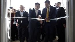 Ο πρωθυπουργός, Αλέξης Τσίπρας (Κ) κόβει την κορδέλα κατά την διάρκεια των εγκαινίων του νέου κτιρίου της Υποδιεύθυνσης Ασφαλείας Δυτικής Αττικής, Τετάρτη 07 Μαρτίου 2018. ΑΠΕ-ΜΠΕ, ΑΛΕΞΑΝΔΡΟΣ ΒΛΑΧΟΣ