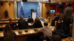 File Photo: Ο υπουργός Επικρατείας και Κυβερνητικός Εκπρόσωπος Δημήτρης Τζανακόπουλος κάνει δηλώσεις στην ενημέρωση των πολιτικών συντακτών στη ΓΓΕΕ. ΑΠΕ-ΜΠΕ, ΑΛΕΞΑΝΔΡΟΣ ΒΛΑΧΟΣ