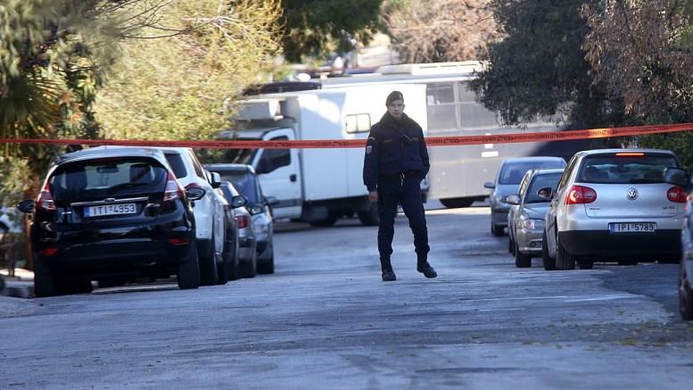 FILE PHOTO. Αστυνομικός επιτηρεί αποκλεισμένη περιοχή, όπου πραγματοποιούνται έρευνες ΑΠΕ ΜΠΕ, Παναγιώτου Ορέστης