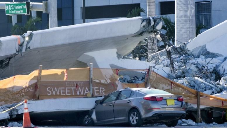 File Photo: Αυτοκίνητο έχει καταπλακωθεί από η γέφυρα στη Φλόριντα EPA, CRISTOBAL HERRERA