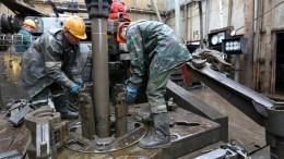 File Photo: Workers of Belarusian scientific production center of geology work at the field oil well of Vasilevichi, Belarus. EPA, TATYANA ZENKOVICH